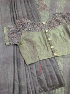 Saree Jacket Designs, Saree Blouse Neck Designs, Simple Blouse Designs, Stylish Blouse Design, Designer Blouse Patterns, Cotton Saree, Silk Sarees, Kutch Work, Kurti Neck
