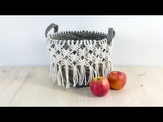 Macrame is a form of textile-making using knotting rather than weaving or knitting. Crochet Craft Fair, Crochet Crafts, Free Macrame Patterns, Macrame Projects, Diy Projects, Types Of Craft, Macrame Design, Macrame Tutorial, Craft Fairs