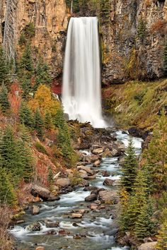 Autumn at Tumalo Falls outside of Bend, Oregon. The drop is approximately 100 feet (97 feet according to the Department of Forestry).