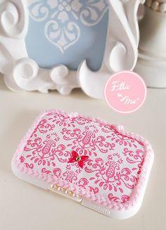 ピンク色のダマスク柄が特別なワイプケース用のふた