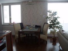 Ponúkame na predaj 4,5i byt na Tomášikovej ul. v Bratislave, 217m2, p 11/12, s výťahom a balkónom, novostavba, zariadený.V byte je veľká obývacia izba s kuchyňou, spálňa a dve detské izby, samostatný šatník a WC, kúpeľňa so saunou. Byt je orientovaný na všetky svetové strany, dve terasy, k bytu prináleží pivnica a garážové státie. K dispozícií ihneď. Cena: 299.500,-€