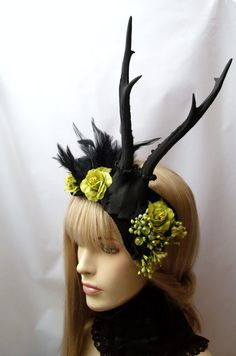 Hey, I found this really awesome Etsy listing at http://www.etsy.com/listing/121817588/horned-head-piece-black-antlers-gothic