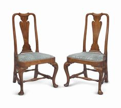 A PAIR OF QUEEN ANNE WALNUT COMPASS-SEAT SIDE CHAIRS | PROBABLY BOSTON, POSSIBLY NEWPORT, 1740-1760.