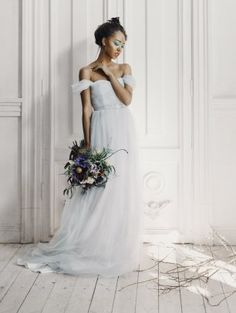 Нежно-голубое свадебное платье