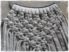 Tutorial bolso de trapillo a macramé - El taller de Natipatch Macrame Purse, Macrame Dress, Macrame Necklace, Macrame Jewelry, Fabric Jewelry, Diy Fashion Accessories, Knitting Accessories, Crochet T Shirts, Crochet Bags