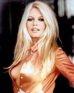 Brigitte Bardot - MOOICHEAP.COM  -  Síguenos también en FACEBOOK en  https://www.facebook.com/pages/mooicheapcom/262164390606235?ref=hl Y en TWITTER https://twitter.com/mooicheap
