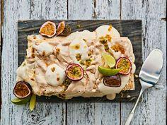 Kolmen kerroksen brita sisältää pehmeän kakkupohjan, muhkean marenkihunnun ja kookoskerman ja eksoottisten hedelmien maustaman täytteen.