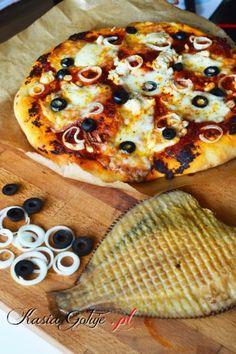 Pizza z wędzoną flądrą