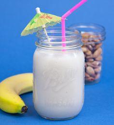 Banana, Almond, No-Sugar-Added Smoothie: a nice alternative Vegan Smoothies, Banana Smoothies, Vanilla Smoothie, Frozen Banana, Plant Based Recipes, Stevia, Glass Of Milk, Healthy Snacks, Food And Drink