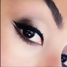 Double winged eye liner. Smokey eye. Cat eye. Follow me on Instagram: @naomi_jill @itsnaomijill
