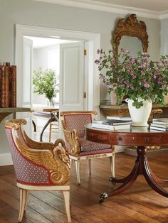 A Slice of England India Hicks Antique Table Southern Living Rooms, British Colonial Decor, Homes England, Home Design Diy, British Home, English Decor, Classic Living Room, Georgian Homes, Furniture Placement