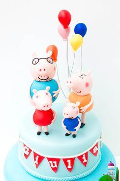 Family Peppa pig cake topper