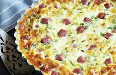 Quiche is a simple, versatile dish that's easy to prep ahead. These quiche recipes are perfect for breakfast, lunch or dinner. Quiche Recipes, Egg Recipes, Low Carb Recipes, Cooking Recipes, Think Food, Food For Thought, Low Carb Breakfast, Breakfast Recipes, Crustless Quiche Lorraine