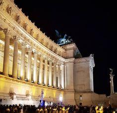 Consegui assistir a mais um show de Jazz! O show começa às 21 e eu cheguei 20:30. TEM POST NO BLOG para quem quiser ver toda a programação de show pagos e gratuitos durante o #verão em #Roma! procure por art-city no blog . LINK do último posto na BIO  . Está em Roma? Use tag #emroma .  #europe #instatravel #eurotrip #italia #italy #rome #trip #travelling #snapchat #emroma#viagem #dicas #ferias #dicasdeviagem #brasileirospelomundo #viajandopelomundo#visititaly #europa #viagemeturismo…