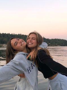 Best Friends Shoot, Best Friend Poses, Cute Friends, Friend Beach Poses, Photos Bff, Friend Photos, Bff Pics, Photo Adolescent, Foto Best Friend