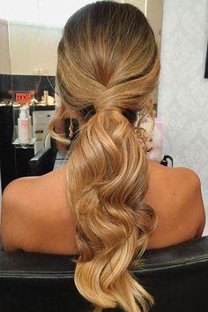 23 Most Stylish Homecoming Hairstyles #homecoming #hairstyles #medium #hair #prom #wedding