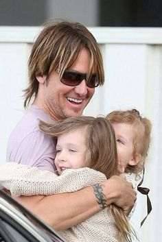 Keith Urban with his 2 daughters!!! :) <3