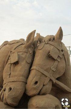 Nuzzle by Grain Damaged ~ Sand Sculpture Sculpture Textile, Sculpture Metal, Horse Sculpture, Ice Art, Snow Sculptures, Snow Art, Grain Of Sand, Equine Art, Horse Art