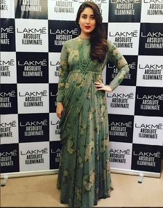 Kareena Kapoor Khan at Lakme Fashion Week 2016 : Kareena looked breathtaking in a green printed Sabyasachi attire with matching layered necklace, red lips and a side-swept hairstyle. Indian Maternity Wear, Maternity Gowns, Maternity Fashion, Dress Indian Style, Indian Outfits, Indian Wear, Saree Gown, Choli Dress, Gown Dress