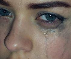 eyes, crying, and sad image Crying Aesthetic, Aesthetic Eyes, Aesthetic Girl, Aesthetic Grunge, Crying Eyes, Crying Girl, Sad Pictures, Sad Eyes, Trigger Happy Havoc