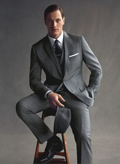 Grey pinstripe suit my style mad men fashion, fashion и mens fashion:cat. Corporate Portrait, Business Portrait, Gentleman Mode, Gentleman Style, Dapper Gentleman, Mad Men Mode, Grey Pinstripe Suit, Grey Suits, Male Models Poses