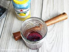 This light and refreshing Blueberry Lemon Vodka cocktail is for my friend who thought the… Yummy Vodka Drinks, Blueberry Vodka Drinks, Booze Drink, Vodka Cocktails, Lemon Vodka, Low Carb Drinks, Martini Recipes, 4 Ingredients, Keto Recipes