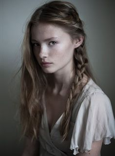 Sansa or maybe older Arya if the hair was brown Stark Helena McKelvie Pretty People, Beautiful People, 3 4 Face, Female Character Inspiration, Portrait Inspiration, Female Portrait, Woman Face, Female Characters, Pretty Face