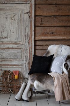 Saaga textiles bring a northern breeze to your home. They are perfect Christmas gifts and fit to rustic scandinavian interior. Sipping coffee in old log house from Saaga mug totally sets the winter mood. Saaga reindeer pattern is designed by Minna Niskakangas.