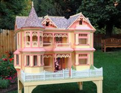 Victorian Barbie doll house, free plans    Now that's a dollhouse!