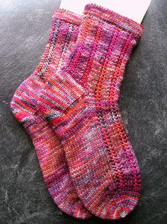 …..von der Zauberwiese wurde zu schönen dicken und warmen Socken :-D Versrickt habe ich ein 6-fädiges Garn mit Namen Vulkan, dazu den Jeck als Muster, und ich bin restlos begeistert…&#8…
