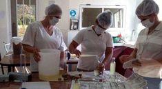 Mujeres de San Pedro Producen vinagres con frutos del monte misionero. Women