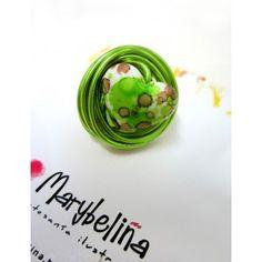 Nuevo anillo disponible en nuestra web desde hoy ! Anillo de alambre verde con piedra en forma de corazon