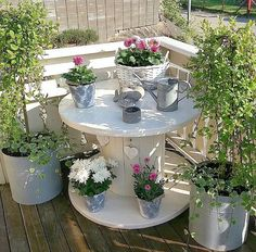 Primitive home - recycling containers Backyard Patio Designs, Backyard Projects, Garden Projects, Backyard Landscaping, Cottage Garden Design, Diy Garden Decor, Wooden Spool Tables, Recycling Containers, Little Gardens