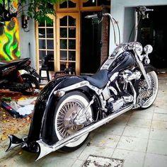 "Credit to : @mexica_delux_07 ===================== Follow & Tag ""HD Tourers and Baggers"" on Instagram Facebook Twitter & across the Web. ===================== #hdtourersandbaggers  ===================== #instamotogallery #instamoto #motorcycles #harleydavidson #roadkingclassic #roadking #roadglide #streetglide #softail #showoffmyharley #harleysofinstagram #harleylife #bikelife #bikersofinstagra #bikestagram  #harleyrider #harleyriders #customharley #throttlezone #harleydavidsonnation…"