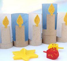 menorah con rollos de papel higiénico