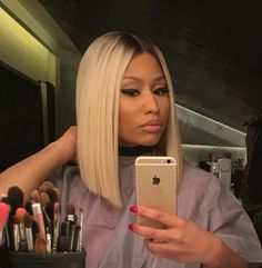 Nicki Minaj debuts platinum bob hair  - Read more at: http://ift.tt/1kVu8vA