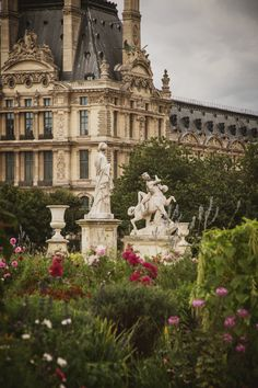 I love a place you can visit each year and still find something new. This is Paris! Beautiful Castles, Beautiful Buildings, Beautiful Places, Old Money, Nature Aesthetic, Fantasy Landscape, Landscape Design, Garden Design, Beautiful Architecture