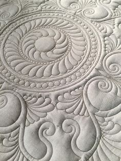❤ =^..^= ❤ Rennae Haddidin used an Innova longarm machine in her two segments on creating a beautiful quilted drawstring bag; and on applying a binding to a quilt on the longarm.