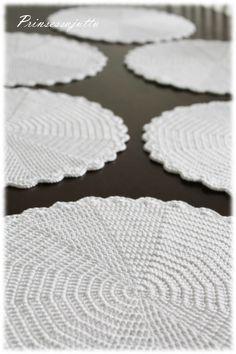 Prinsessajuttu: Kattausliinat Crochet Placemat Patterns, Plates, Diy, Decor, Ideas, Tricot, Craft, Crochet Tablecloth, Coasters