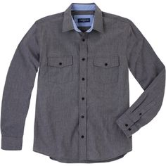 Weekend. Modelo:  G815D0216L283CB. Camisa de manga larga, con dos bolsas tipo cartera con botones.