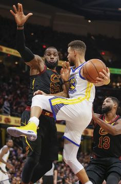 Stephen Curry #30 of the Golden State Warriors collides with LeBron James #23 of the Cleveland Cavaliers while driving to the basket at Quicken Loans Arena on January 15, 2018 in Cleveland, Ohio. (Michael Hickey/Getty Images)
