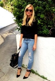 Black t-shirt, light jeans and heels. Simple, comfy, classy, gorgeous.