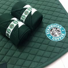Starbucks Set Includes: 2 Polo Wrap - Hunter Green Fleece with Starbucks Ribbon and White Velcro. Saddle Pad - Horse Sized Starbucks Decal on Both sides of the pad Items Also Sold Separately Starbucks bonnet alsoavailablee in the bonnet section! Horse Riding Clothes, Riding Hats, Riding Gear, English Horse Tack, English Saddle, Equestrian Outfits, Equestrian Style, My Horse, Horses