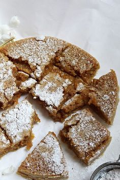 Livsfarlig morotskladdkaka It is getting warmer in the air, yesterday we actually wore only t-shirt, it is noticeable that they have been filled with more energy from the sun's rays because I am v Baking Recipes, Cookie Recipes, Dessert Recipes, Desserts, Food Porn, Sweet Pastries, Bagan, Little Cakes, Cake Cookies