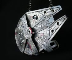 DIY Millennium Falcon Purse with LEDs Is a Perfect Cosplay Accessory Millennium Falcon, Falcon 1, Geek Crafts, Project Yourself, Diy Christmas Gifts, Cool Diy, Lava, Geek Stuff, Diy Projects