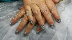 CND Shellac black pool met een stempel
