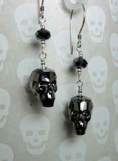 Swarovski Crystal Skull Earrings Silver Night by baublesbybethann Fall Jewelry, Cute Jewelry, Jewelry Accessories, Jewelry Design, Jewelry Ideas, Skull Earrings, Diy Earrings, Silver Earrings, Beaded Skull