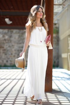 Curvy Outfits, White Outfits, White Dress Summer, Summer Dresses, White Maxi, Modest Dresses, Casual Dresses, Ankara Gown Styles, Mode Boho