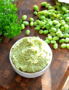 Edamame humus Veggie Recipes, Vegetarian Recipes, Healthy Recipes, Healthy Afternoon Snacks, Healthy Snacks, Edamame Hummus, Recipe Edamame, Hummus Recipe, Pesto Dressing