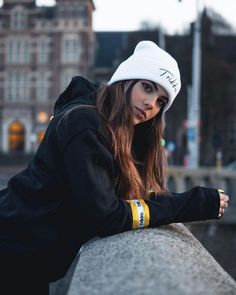 Poses Perfectas Para Selfies - Fire Away Paris - Hair Beauty Model Poses Photography, Tumblr Photography, Photography Lighting, Photography Jobs, Photography Courses, Photography Magazine, Phone Photography, Photography Equipment, Photography Backdrops